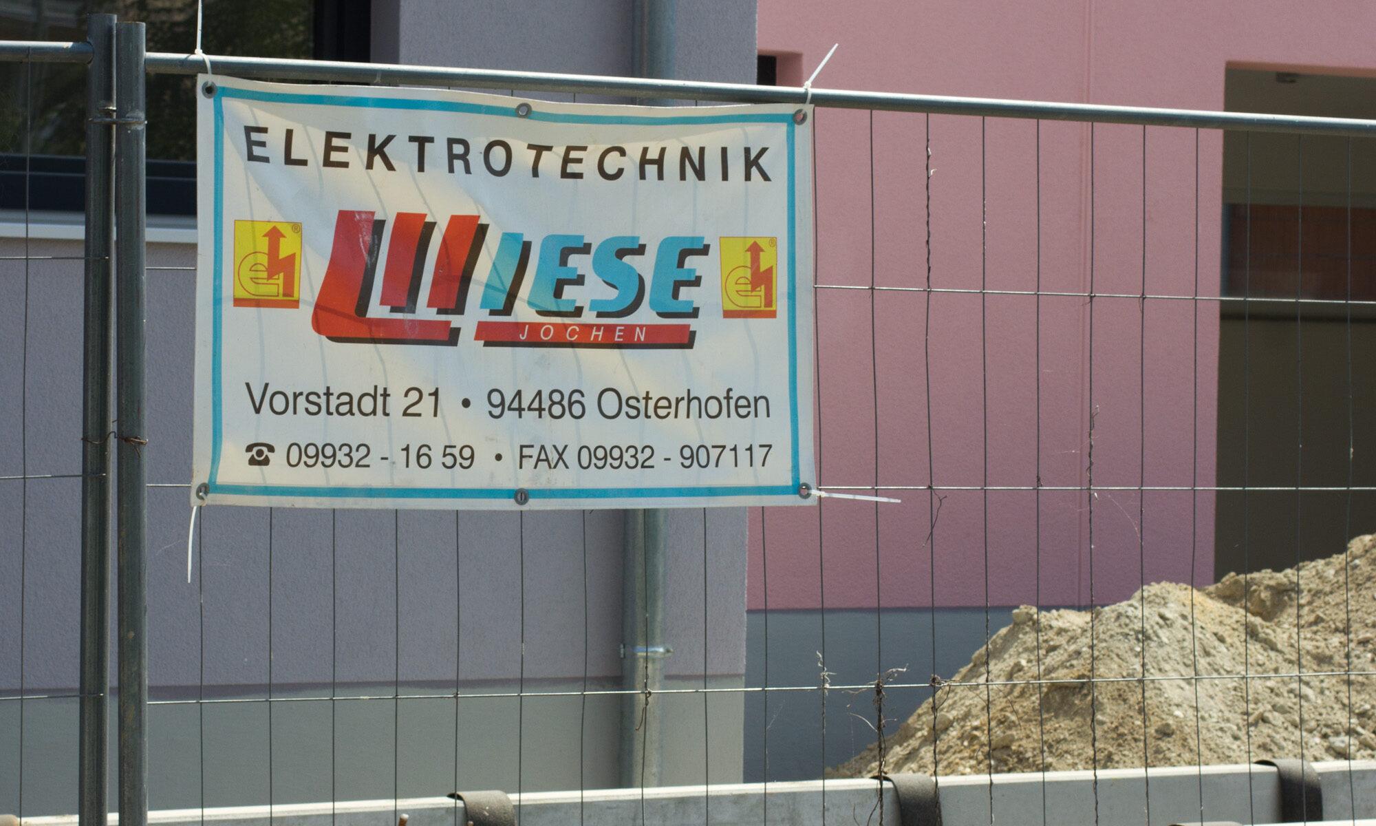 Baustellenschild Wiese Elektrotechnik